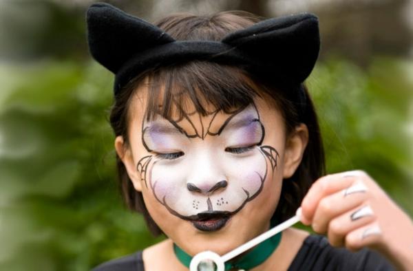 katze schminken - süßes kleines mädchen mit schönen schwarzen katze augen