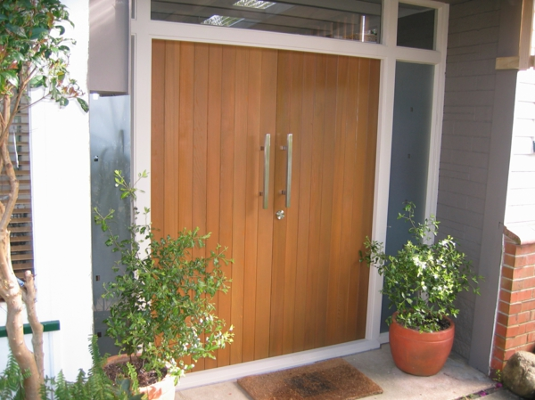 Zeder-Eingangstür-modernes-Design-