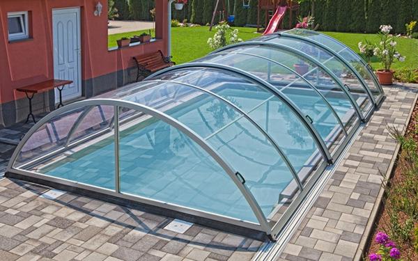 Zenith-Ueberdachung-Pool-moderne-elegante-Poolüberdachungen-mit-schönem-Design