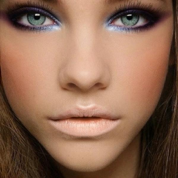 hübsches gesicht - helle augen - smokey eye schminken