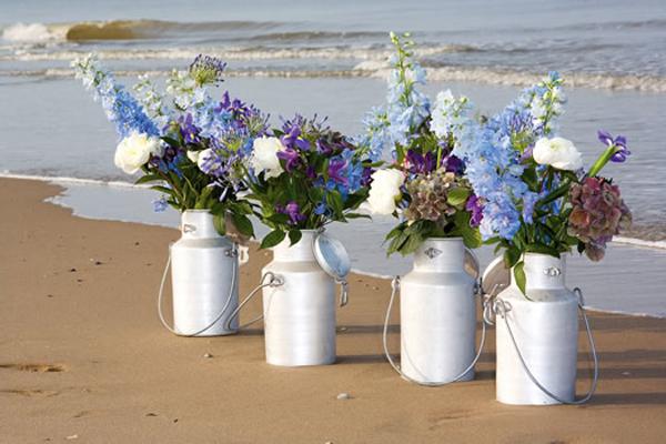 spezielle-vasen-mit-blütenreiche-pflanzen