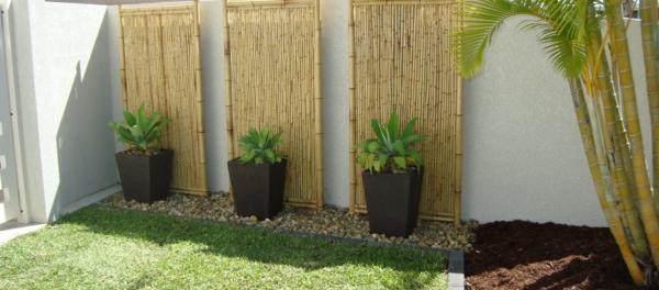 bambus-garten-sehr-luxuriöse-gestaltung-mit-blumentöpfen
