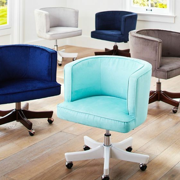 bequeme-Drehstühle-in-blauen-Tönen-mit-fantastischem-Design