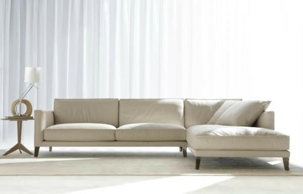 bequeme-couch-beige-farbe-schöne-einrichtungsideen-für-das-wohnzimmer
