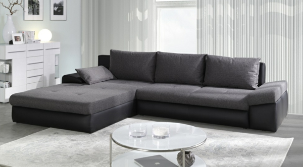 wohnzimmer sofa grau:bequeme-couch-grau-schöne-einrichtungsideen-für-das-wohnzimmer