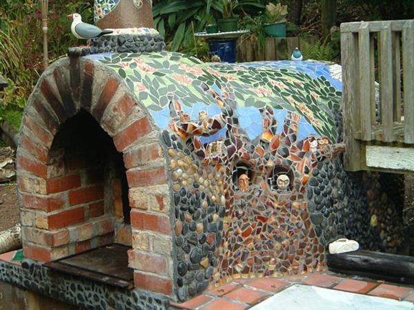 mosaikstruktur für pizzaofen im garten