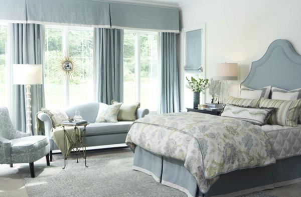 schönes bett mit einem blauen kopfbrett für schlafzimmer inspiration