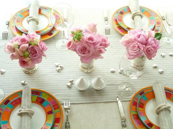stylisch-tisch-deko-rosen-glas-perlen