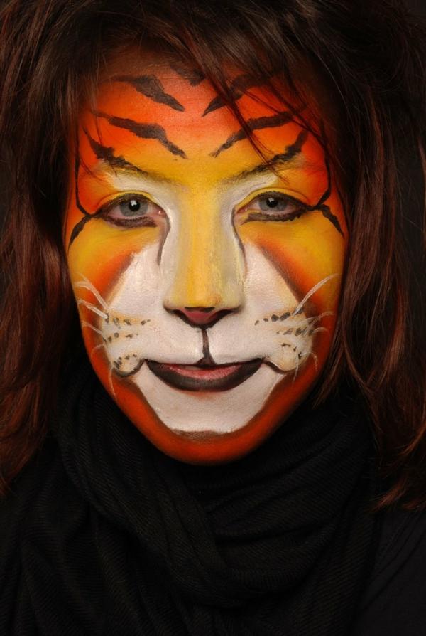 coole-frau-tiger-schminken