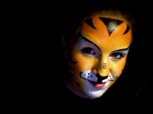 Arrrrr zeit f r tiger schminken for Halloween zimmerdeko