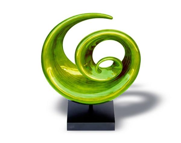 deko-skulpturen-grünes-modell-mit-runder-form
