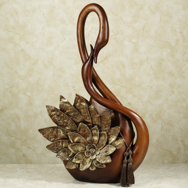 deko-skulpturen-schöner-brauner-schwan