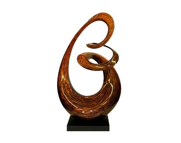 deko-skulpturen-sehr-elegantes-modell-weißer-hintergrund