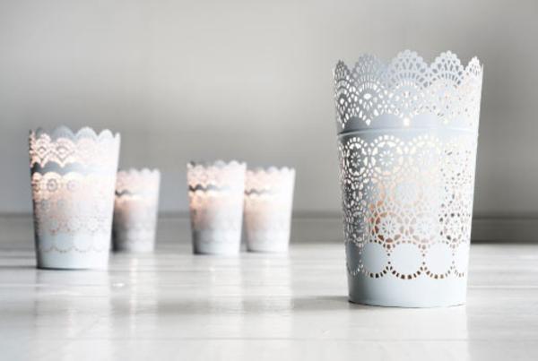 dekorative-kerzen-halter-in-weißer-farbe-deko-ideen
