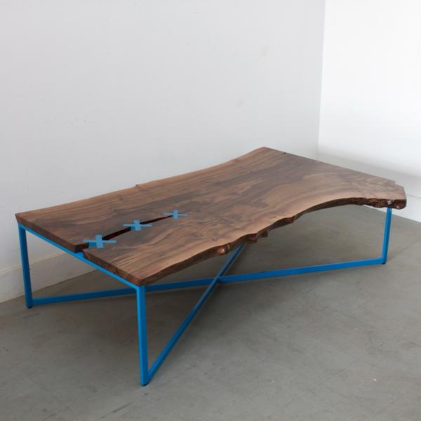 designer-tische-blaue-beine