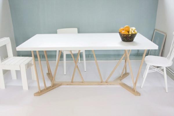 designer-tische-großes-weißes-modell-mit-stühlen