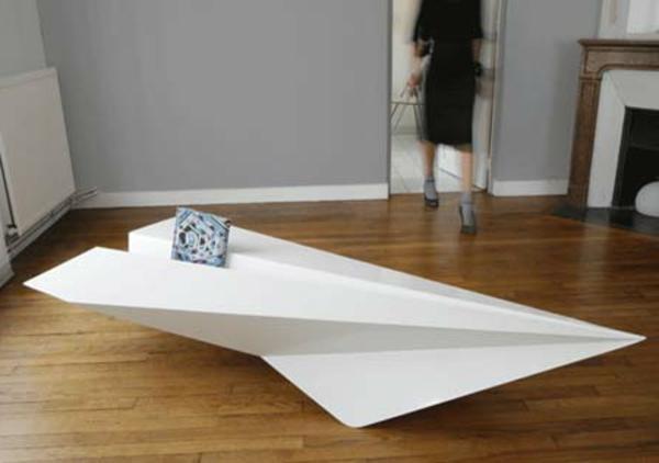 designer-tische-in-der-form-vom-papierflugzeug