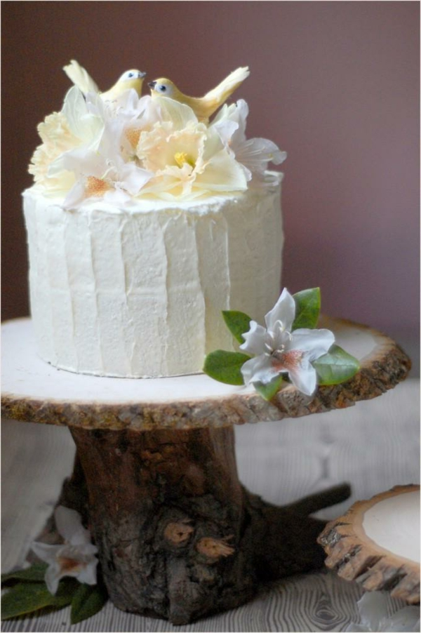 feier zur hölzernen hochzeit - leckere weiße torte