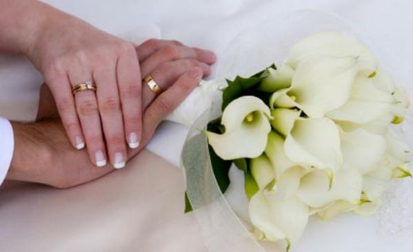 ckeckliste für hochzeit machen - ein Blumenstrauß in weiß