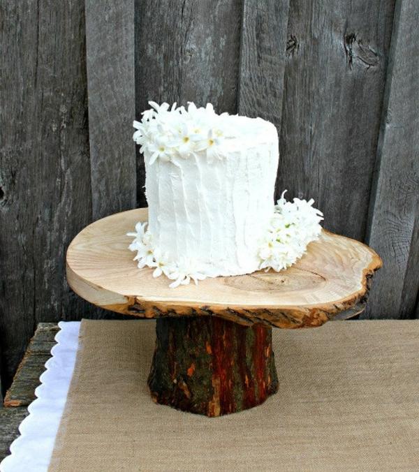 feier zur hölzernen hochzeit - wunderschönes modell von torte