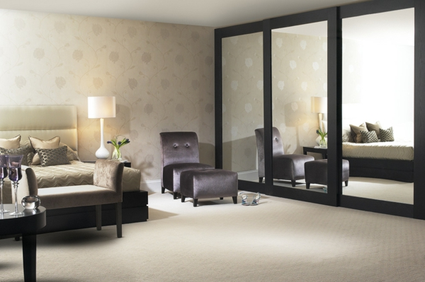 ein-Kleiderschrank-Schiebetüren-Spiegel-modernes-Interior-Design-Wohnideen