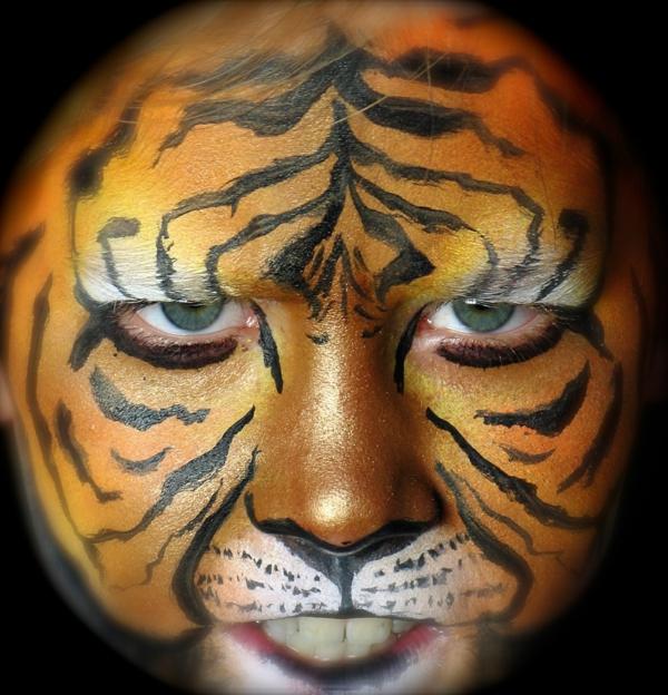 ... eine coole Mischung aus Tiger Schminken und Schmetterling Schminken