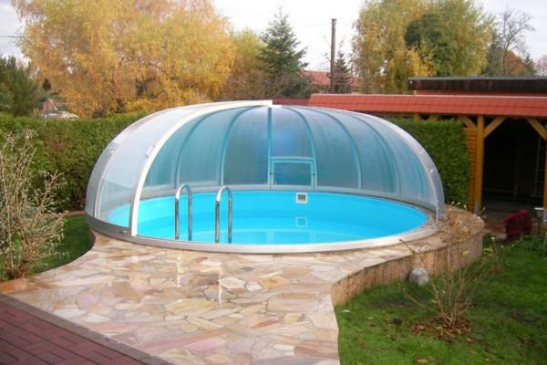 eine-Poolüberdachung-rund-modernes-Design-Pool-mit-Überdachung-Poolüberdachung