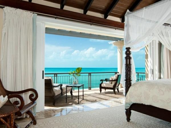 eine--luxus-villa-mit-einem-fantastischen-pool-luxuriöses-design