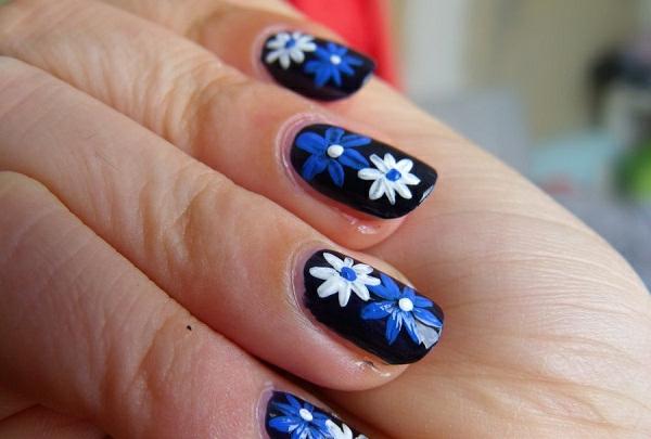 einfaches-nageldesign-schöne-dekorative-blumen