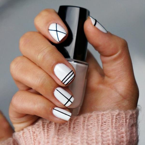 einfaches-nageldesign-weiße-gestaltung-schwarze-linien