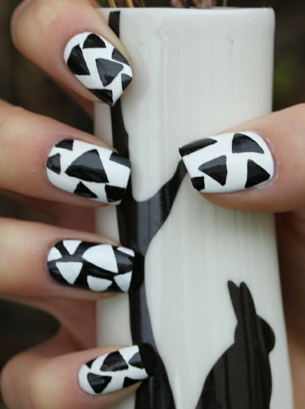 einfaches-nageldesign-weiße-und-schwarze-farbschemen