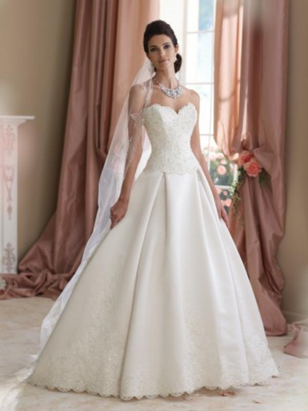 elegante-wunderschön-aussehende-kleider-für-hochzeit