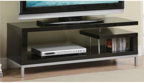 eleganter-moderner-tisch-.aus-holz-für-den-fernseher