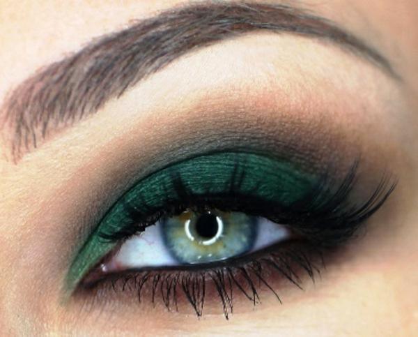wunderschönes smokey eye schminken für grüne augen