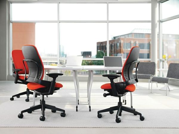 ergonomischer-arbeitsplatz-bürostuhl-in-roter-farbe