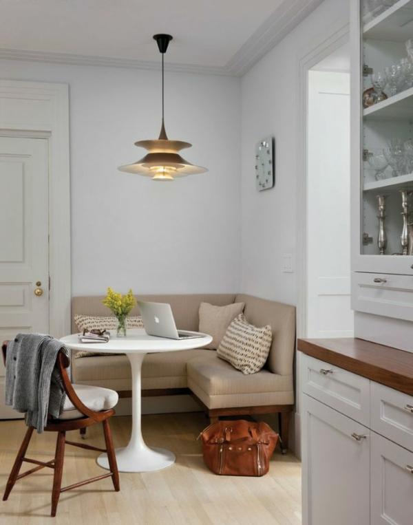 esszimmer-einrichtung-mit-einem-super-bequemen-sofa