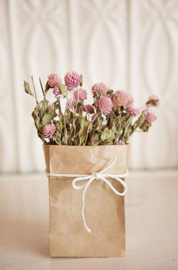 blühtenpracht-in-pappierbehälter