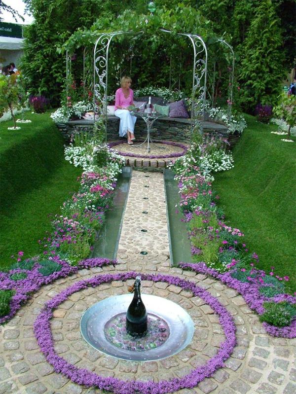 wunderschöner dekorativer springbrunnen im garten