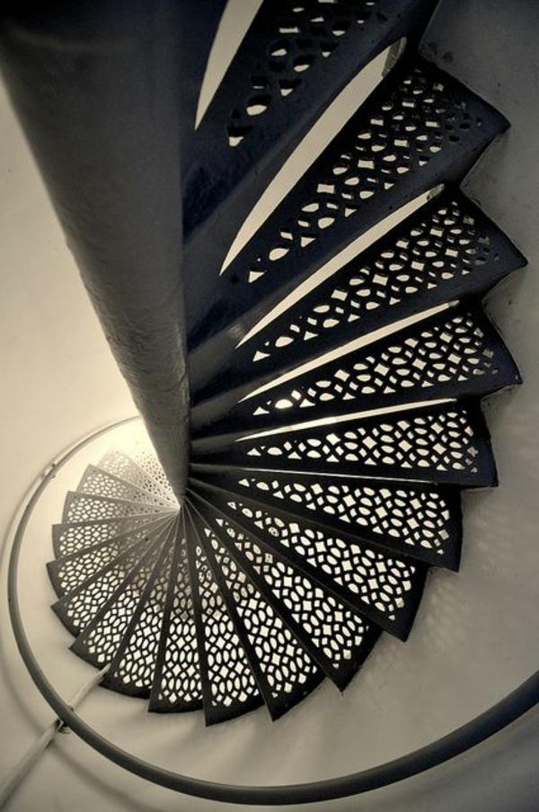 fantastische-Innentreppe-aus-Metall