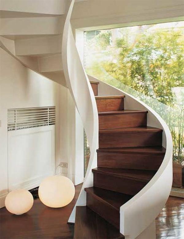 faszinierende-Innenarchitektur-effektvolles-Design-für-eine-Spindeltreppe