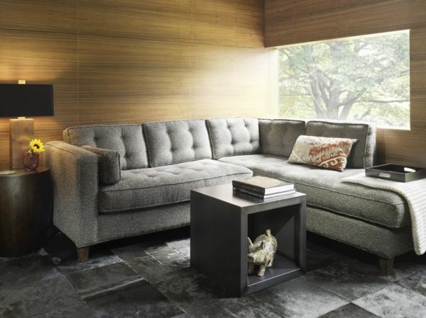 ferienhaus-graues-sofa-super-bequem-tolle-wandgestaltung