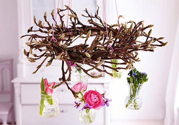 Frühlingsblüher-schnittblumen-glas-vasen-hängend-magnolien-äste
