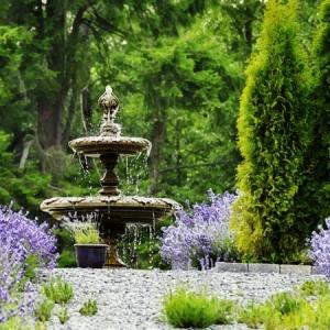 Springbrunnen im Garten für eine herrliche Atmosphäre!