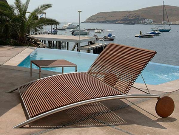 garten-loungemöbel-einmaliger-liegestuhl-neben-dem-pool