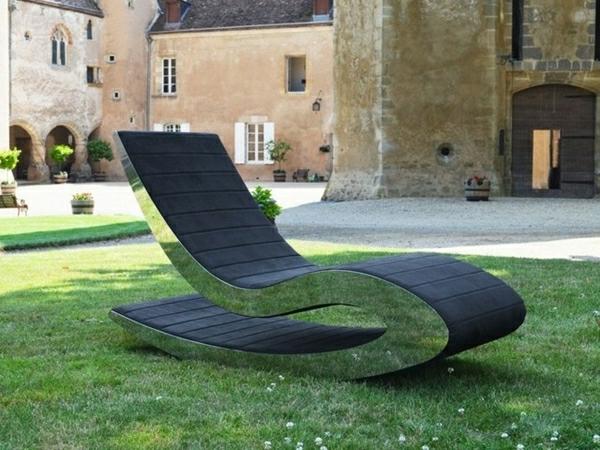 garten-loungemöbel-unglaubliches-design-vom-liegestuhl-mit-weichen-formen