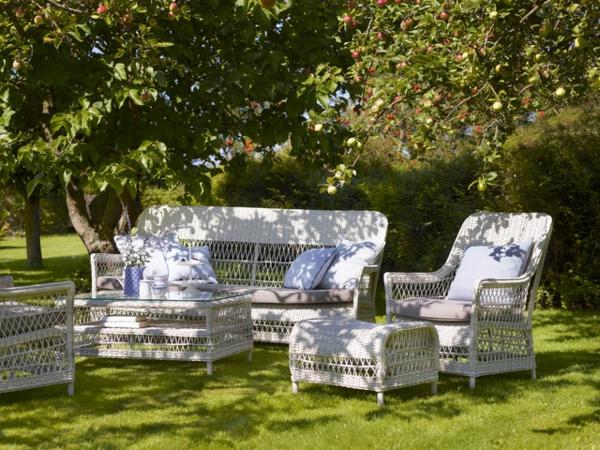 garten-loungemöbel-wunderschönes-weißes-det-aus-weißen-stühlen-sofa-und-tisch