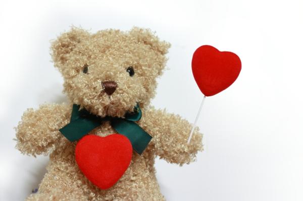 geschenke-valentinstags-stoff-tiere-mit-herzen