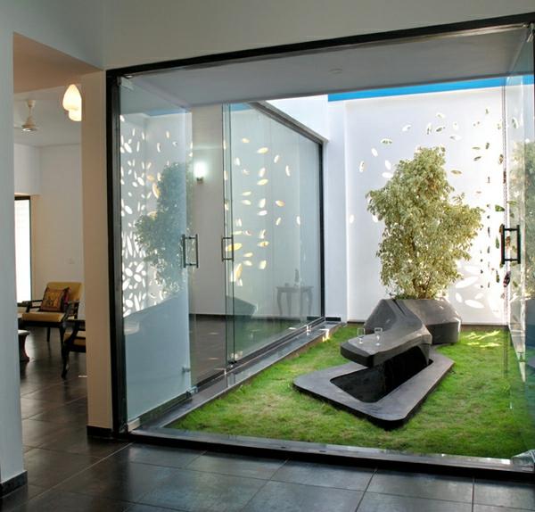 gleittür-rasenteppich-schönes-interior-design
