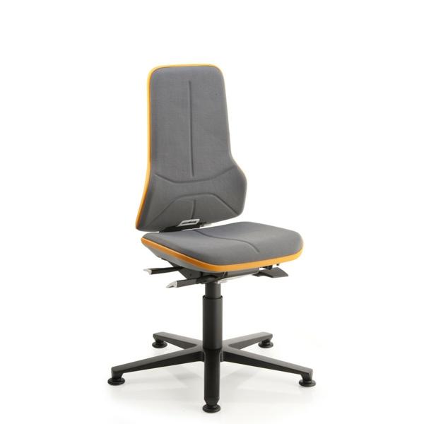grauer-Drehstuhl-in-Orange-mit-schönem-Design--