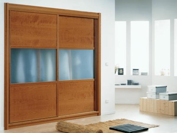 großer-Kleiderschrank-Schiebetüren-schöne-Ideen-für-Interior-Design